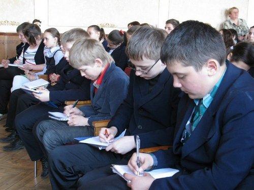 До екоуроку приєдналися і учні середніх класів