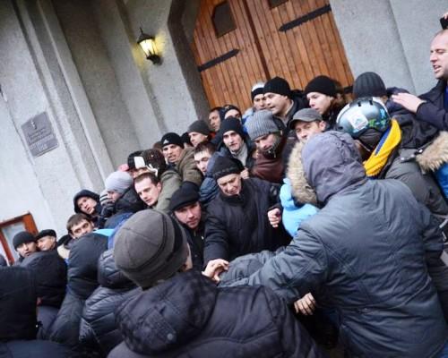 У Харкові провокатори штурмували храм УАПЦ (о)