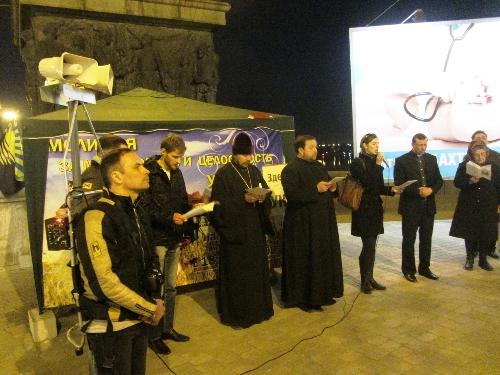 Донецьк: людей, які моляться за Україну обстріляли