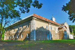 Монастир на Тернопільщині повернули Церкві, - але без землі