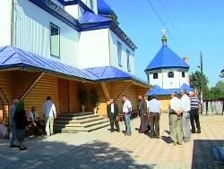 Громади двох сіл на Буковині також перейшли до УПЦ КП