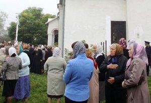 У Турці триває конфлікт між парафіянами та парохом УПЦ МП.(ФОТО)