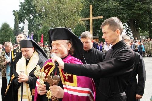 Хрест - це найсильніша зброя, якою можемо подолати зло: VI військове паломництво до Зарваниці.(ФОТО)